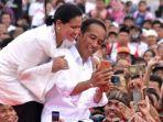 presiden-jokowi-dan-iriana-jokowi-selfie-di-dumai-riau.jpg