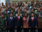 presiden-jokowi-hadiri-rapim-kemhan-tni-dan-polri_20200123_135542.jpg