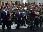 presiden-jokowi-hadiri-rapim-kemhan-tni-dan-polri_20200123_140345.jpg