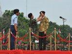 presiden-jokowi-jadi-warga-kehormatan-tni_20150416_175813.jpg