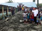 presiden-jokowi-kunjungi-lokasi-banjir-bandang-sentani_20190401_162338.jpg