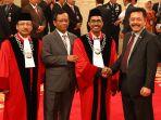 presiden-jokowi-lantik-dua-hakim-mk_20200107_211902.jpg