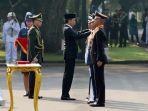 presiden-jokowi-lantik-perwira-remaja-tni-polri_20170725_153053.jpg