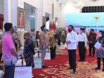 presiden-jokowi-luncurkan-bantuan-tunai-se-indonesia-2021_20210104_234506.jpg