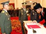 presiden-jokowi-melantik-ksad-baru_20150717_163216.jpg