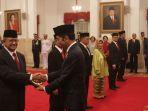 presiden-jokowi-memberi-anugrah-gelar-pahlawan_20181108_203548.jpg