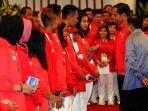 presiden-jokowi-memberikan-bonus-para-atlet_20180902_173856.jpg