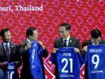 presiden-jokowi-menerima-jersey-dari-fifa-dengan-nomor-punggung-21.jpg