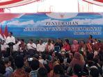 presiden-jokowi-menyerahkan-1000-sertifikat-hak-atas-tanah.jpg