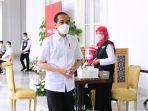presiden-jokowi-orang-pertama-disuntik-vaksin-covid-19-sinovac_20210114_041801.jpg