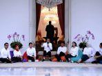 presiden-jokowi-perkenalkan-tujuh-staf-khusus-milenialnya_20191122_012420.jpg