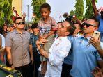 presiden-jokowi-saat-gendong-anak-papua.jpg