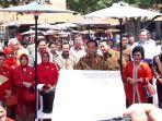 presiden-jokowi-saat-menghadiri-puncak-hari-batik-nasional.jpg