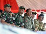 presiden-jokowi-saksikan-latihan-pprc-tni_20170520_151941.jpg