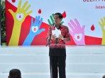 presiden-jokowi-serahkan-penghargaan-satyalancana-kebaktian-sosi_20151218_152643.jpg