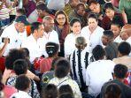 presiden-jokowi-temui-pengungsi-banjir-bandang-sentani_20190401_183654.jpg