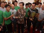 presiden-jokowi-terima-timnas-u-16-indonesia_20181005_124236.jpg