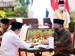 presiden-jokowi-wapres-dan-sejumlah-menteri-serahkan-zakat_20210415_221949.jpg