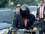 presiden-jokowi-yang-sedang-mengendarai-motor_20180820_081408.jpg