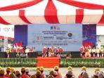presiden-republik-indonesia-joko-widodo-menyerahkan-sertifikat-kompetensi_20181031_105636.jpg