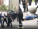 pria-lansia-kulit-putih-pendukung-george-floyd-yang-didorong-oleh-polisi-hingga-terjatuh.jpg