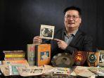 pria-malaysia-yang-menjadi-kolektor-memorabilia-politik_20180420_165636.jpg