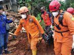 proses-evakuasi-jenazah-korban-longsor-di-dusun-selopuro-desa-ngetos-kecamatan.jpg