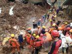 proses-evakuasi-korban-longsor-cimanggung-kamis.jpg