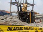proses-evakuasi-mobil-crane-di-lokasi-pembangunan-menara-pdam-di-jalan-mawar.jpg