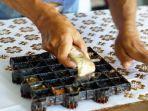 proses-pembuatan-batik-cap-di-kampung-batik-laweyan-solo.jpg