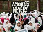 protes-umat-muslim-dunia_20150115_20150115_121808.jpg