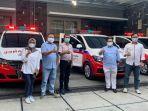 pt-jamkrindo-menyerahkan-bantuan-tiga-ambulans-untuk-warga-surakarta.jpg