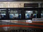 pt-kai-layani-6-keberangkatan-kereta-jarak-jauh_20200710_205024.jpg
