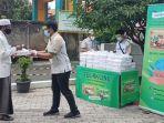 Sido Muncul Berbagi Berkah Nasi Bungkus di 11 Kota Besar