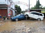 puluhan-mobil-ringsek-diterjang-banjir-di-pondok-gede_20200102_202837.jpg