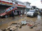 puluhan-mobil-ringsek-diterjang-banjir-di-pondok-gede_20200102_203914.jpg