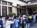 puluhan-pelajar-kembali-ditangkap-saat-hendak-demo-menuju-dewan-perwakilan.jpg