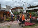 Angin Puting Beliung Rusak 25 Rumah dan Tumbangkan Pohon Besar di Bantar Gebang
