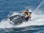 raffi-ahmad-mengajak-nagita-slavina-dan-rafathar-untuk-bermain-jet-ski.jpg