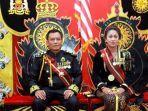 raja-keraton-agung-sejagat-toto-santoso-dan-sang-ratu-fanni-aminadia.jpg