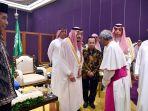 raja-salman-berdiskusi-dengan-tokoh-lintas-agama-di-indonesia_20170303_204944.jpg
