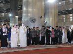 raja-salman-bin-abdulaziz-al-saud-salat-di-masjid-istiqlal_20170302_151825.jpg