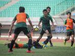 raka-cahyana-rizky-latihan-bersama-timnas-indonesia-u-16.jpg