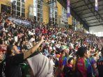 ramainya-penonton-whellchair-basketball_20181013_161148.jpg