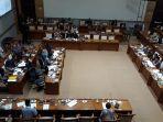 rapat-kerja-pemerintah-dan-dpr-membahas-ruu-pesantren-di-kompleks-parlemen.jpg