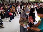 ratusan-guru-di-kota-bandung-jalani-vaksinasi-covid-19_20210310_215210.jpg