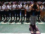 ratusan-siswa-sd-muhammadiyah-6-gadung-gelar-sholat-istisqo_20191022_180056.jpg