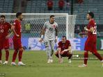 reaksi-para-pemain-turki-atas-kekalahan-mereka-pada-pertandingan-grup-a-uefa-euro-2020.jpg