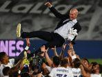 real-madrid-juara-pemain-selebrasi-bersama-pelatih-zinedine-zidane.jpg