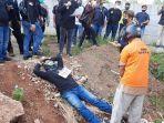 rekonstruksi-kasus-pembunuhan-wanita-terapis-bekam-di-lahan-kosong-kolong-tol-jatikarya.jpg
